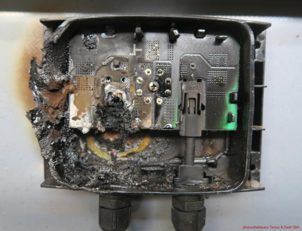 abgebrannte Anschlussdose durch einen Serienfehler an der Modulanschlussdose