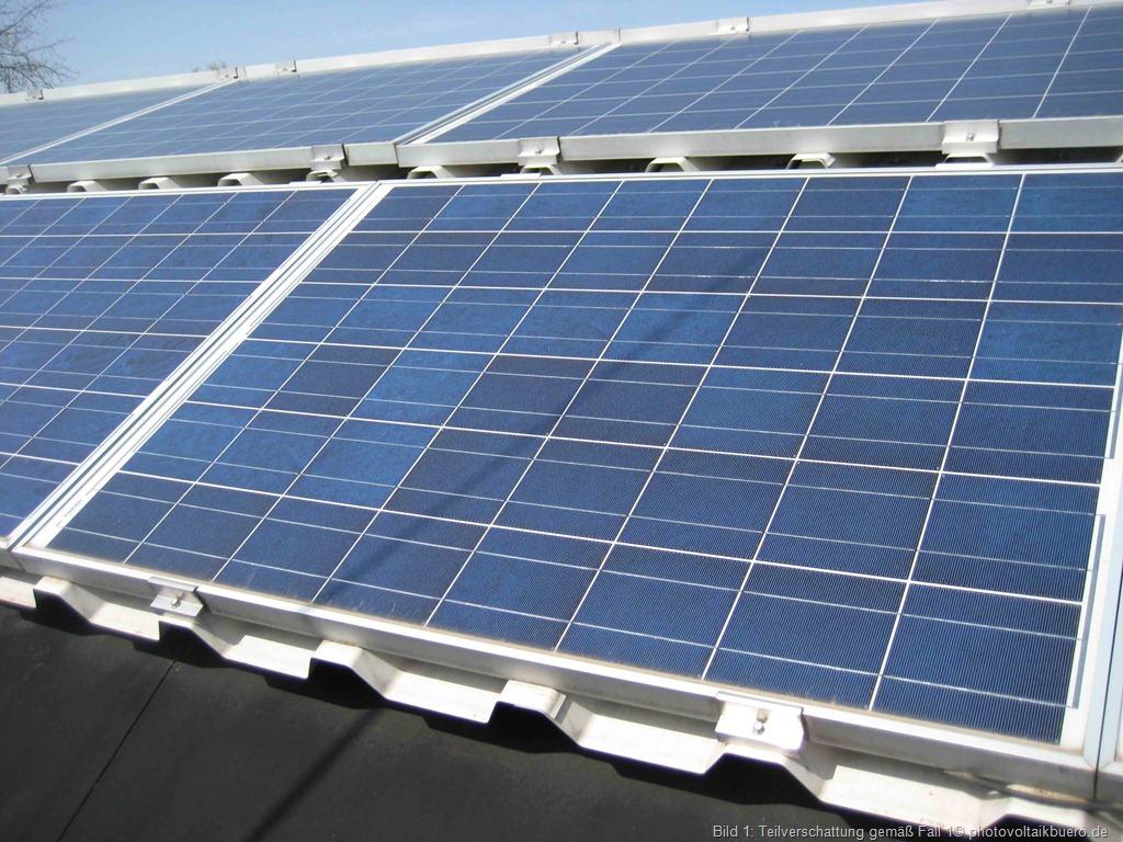 Foto eines teilverschatteten Solarmoduls wie in Fall 1 beschrieben