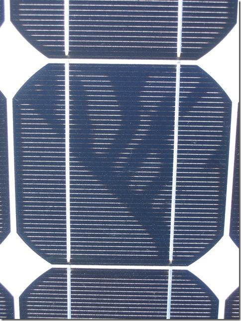 Scheckenspuren Photovoltaik: Das Bild zeigt Snailtrails auf einer monokristallinen Solarzelle