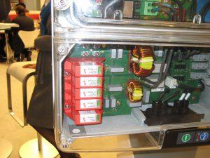 SMA Tripower; durchsichtiges Messemodell mit eingebautem Überspannungsschutz