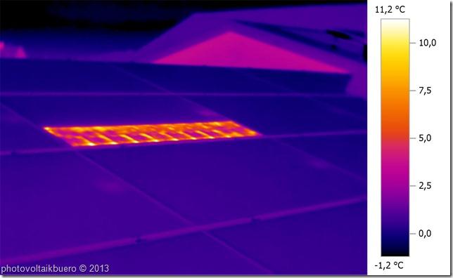 Thermographieaufnahme eines vorwärts bestromten Solarmoduls mit defekter Bypassdiode