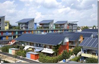 Solararchitektur vom Freiburger Architekt Rolf Disch. Marke Plusenergiehaus