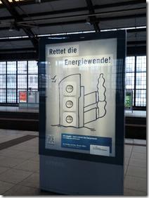 intransparente PR der Lobbyorganisation INSM, Plakatkampagne Oktober 2012; Hbf Berlin; Foto: carta/Piksa