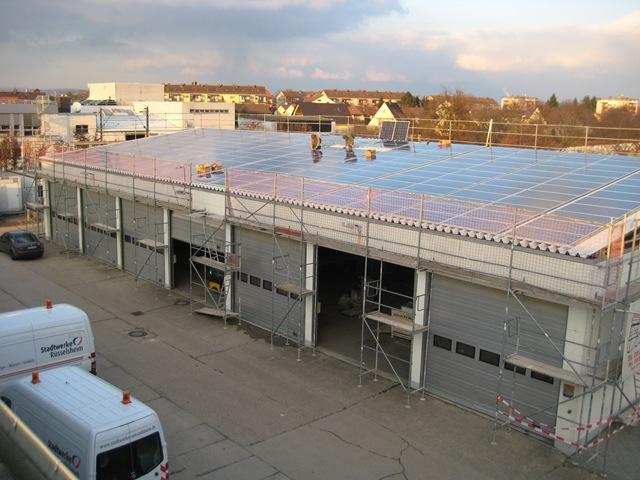 solare Dachsanierung auf der Fahrzeughalle der Stadtwerke Rüsselsheim