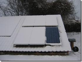 das Modul war bei 5 cm Schneedecke nach 6 Stunden schneefrei; bei leicht beschneiten Modulen dauerte es nur 30 Minuten.