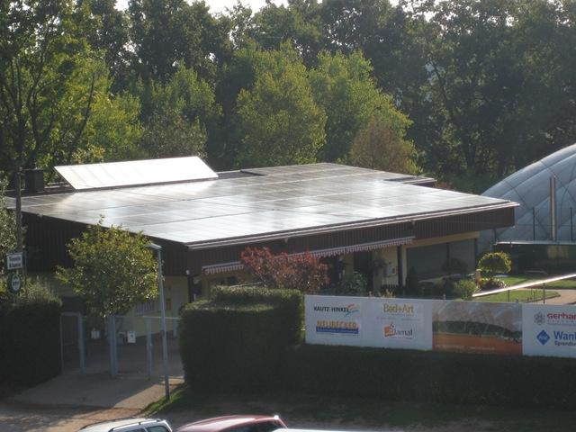 Flachdach nach der solaren Dachsanierung