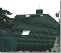 Beispiel für ein kleines Dach mit äusserem Blitzschutz - Trennungsabstand nicht möglich, da sonst PV-Anlage sinnlos wird