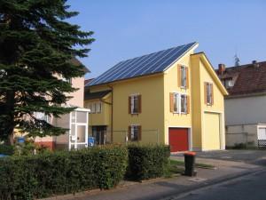 Ganzdach Photovoltaikanlage (Quelle Powersolar)