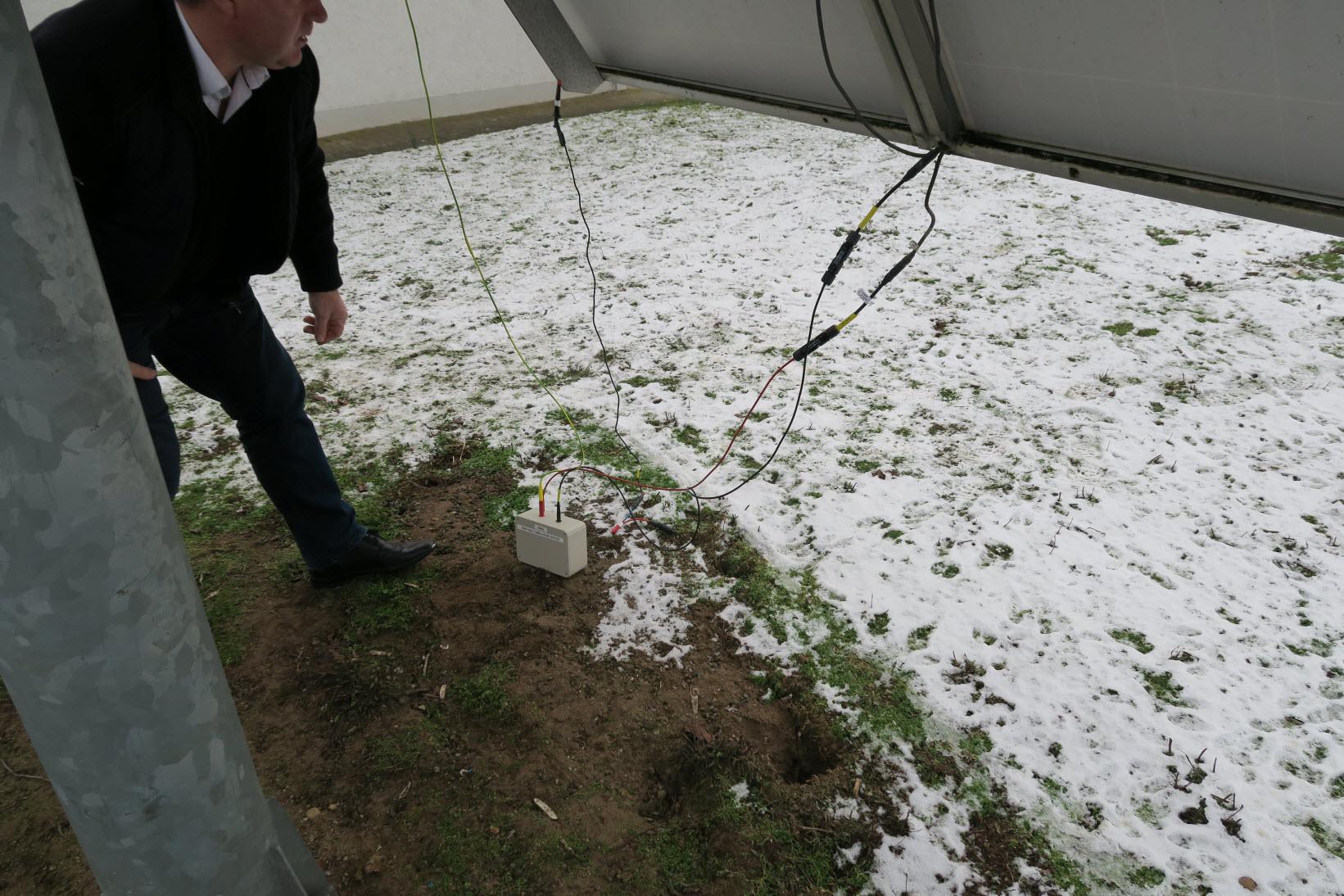 zum Testen wurde in einen Solarmodulstrang ein künstlicher Isolationsfehler eingebaut