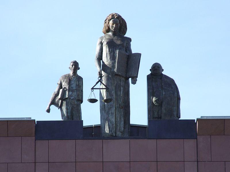 Skulpturen LG Darmstadt - Gerichtssachverständiger für Photovoltaik