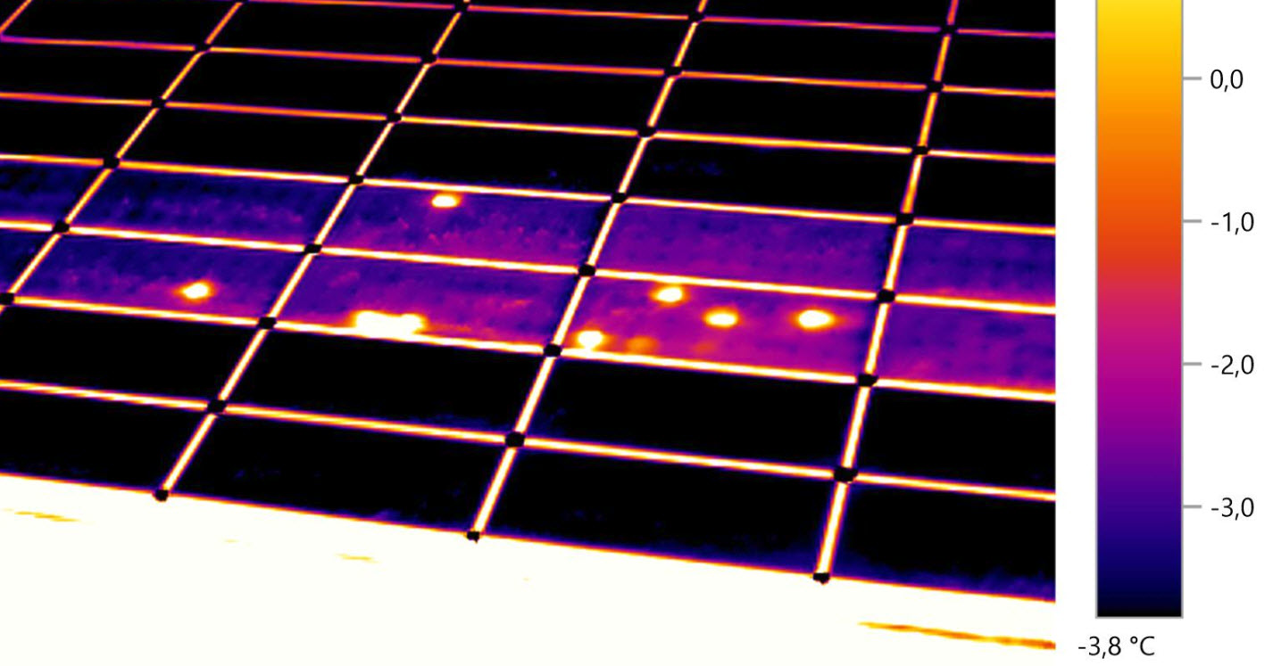Thermal abnormalities (hotspots) caused by peeling front contacts on the solar cells