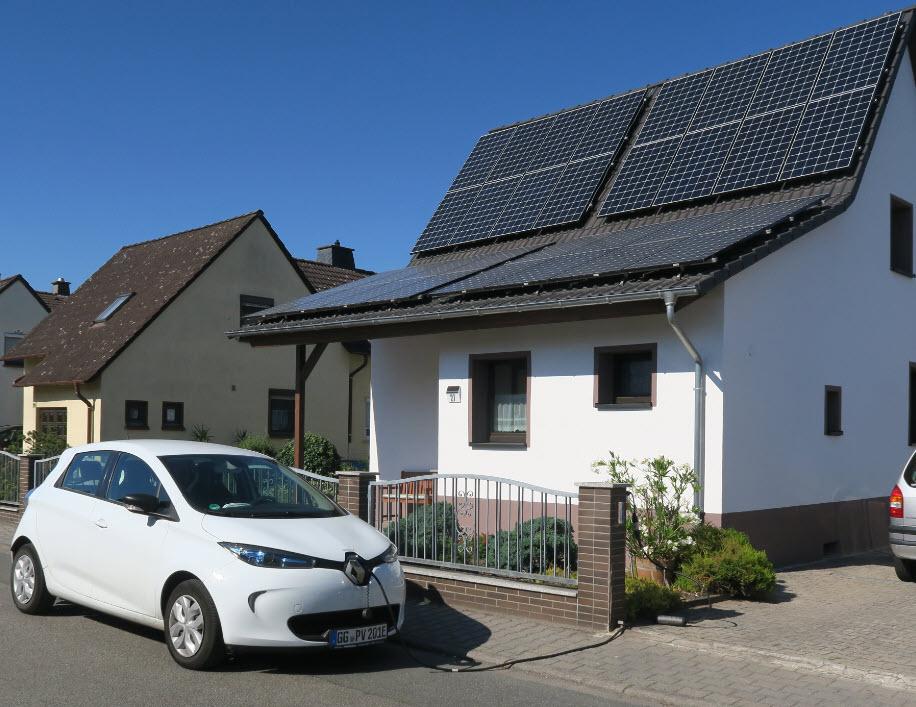 Die Solartankstelle bei uns am Büro