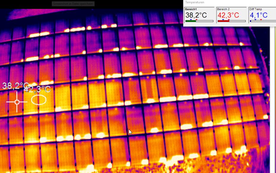 kurzgeschlossene Bypassdioden bei stark verschmutzten Zellen am unteren Modulrand.