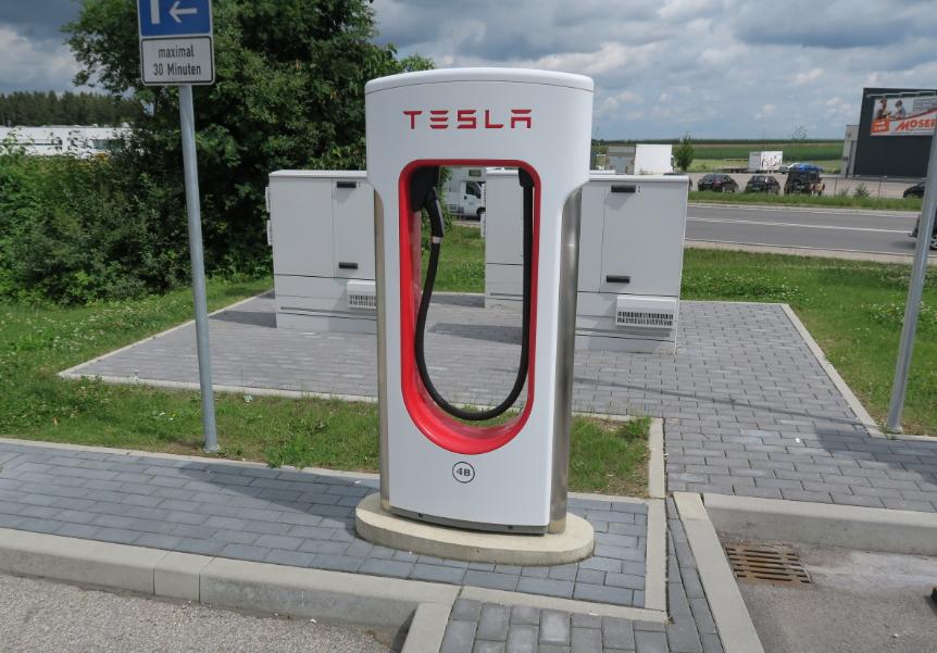 Tesla macht vor, wie man eine einfache Ladeinfrastruktur aufbaut
