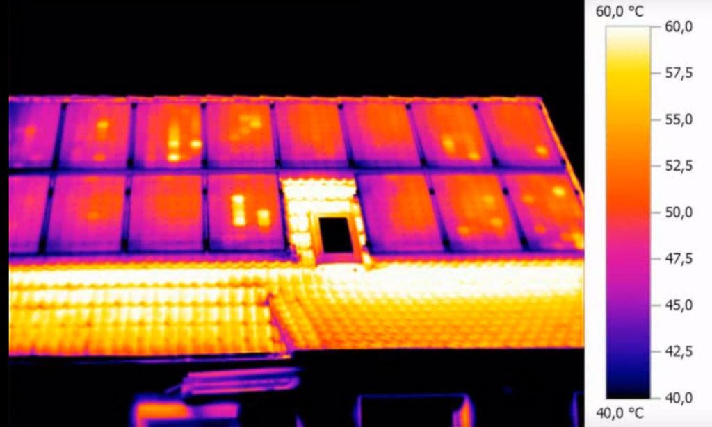 Im Bild oben wurde der Arbeitspunkt des Solargenerators gezielt so verstellt, dass er unterhalb des MPP (Maximum Power) Point lag. Einige Bypassdioden sind schon leitend geworden und an den betroffenen Modulen wird pro Substring immer mindestens eine Zelle warm.